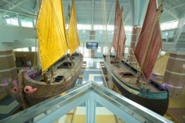 U talijanskoj pokrajini Romagna na jadranskoj obali u slikovitu ribarskom mjestu Cesenatico otvoren je neobičan pomorski muzej. Prozvan Porto Canale po uzoru na djelo Leonarda da Vincia iz 1501 godine. Predstavlja pravu pultajuću flotu. U gradskoj lucici usidreno je i vezano 7 restauriranih drvenih brodova razapetih jedara pokazujući 7 stoljeća gradnje i koristenja jedrenjaka na zapadnoj obali Jadrana. Ploveći muzej Cesenatica prvi je takve vrste na Sredozemlju.