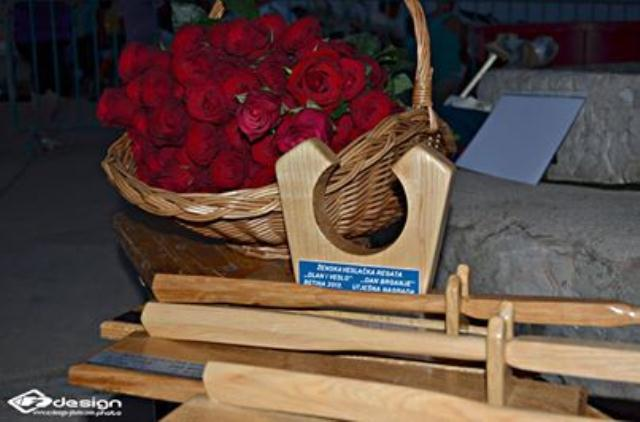 nagrade za veslaćku žensku regatu-kartilac, soha i vesla