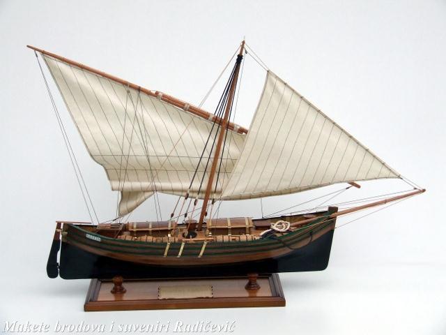 Santa lucia.Italijanski ribarski brodić sa obala Sicilije služio je za prevoz vina kao i za obalno ribarenje. Nekada je bio u posjedu svake bogatije porodice a sada se može naći rijetko i to samo za prijevoz putnika.