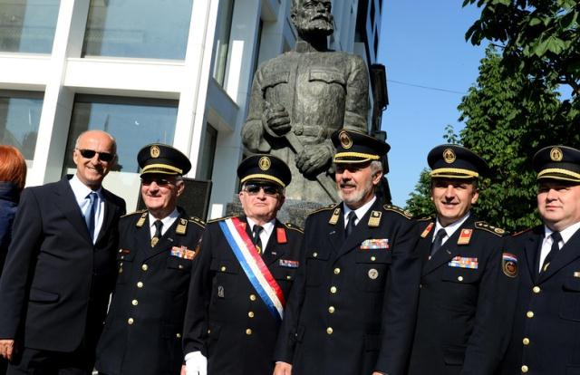 SPOMENIK ocu hrvatskih vatrogasaca