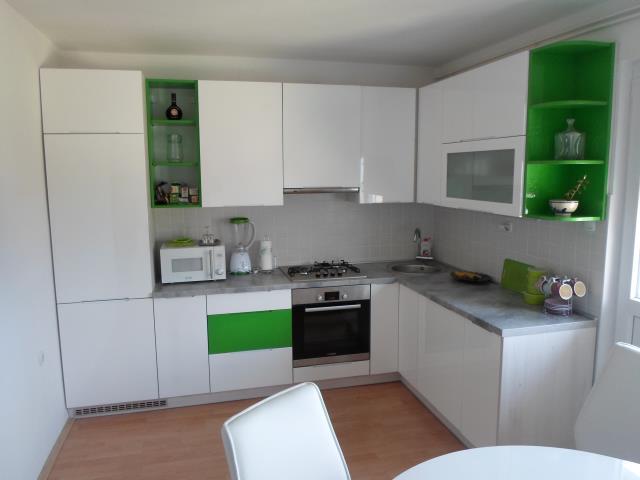 Kuhinja iveral-acryl