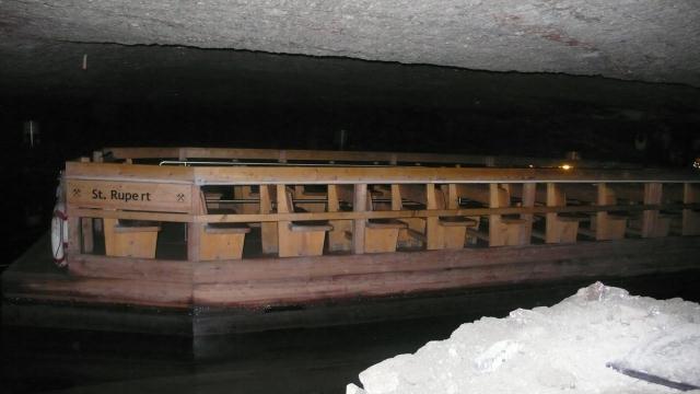 Brod kojim su Teletabisi plovili podzemnim jezerom