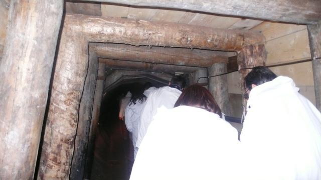 Teletabisi šeću kroz mrak rovovima rudnika