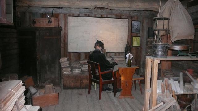 muzejski prikaz keltskih običaja i načina života - keltski pisar
