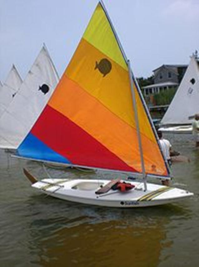 LATEEL RIGED SMALL BOAT-SUNFISH